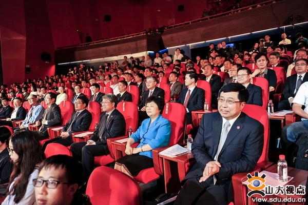 山东大学青岛校区全面启用暨2017年新生开学典礼隆重举行