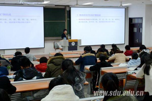 岳钦艳教授为青岛校区学生作讲座-山东大学新闻网